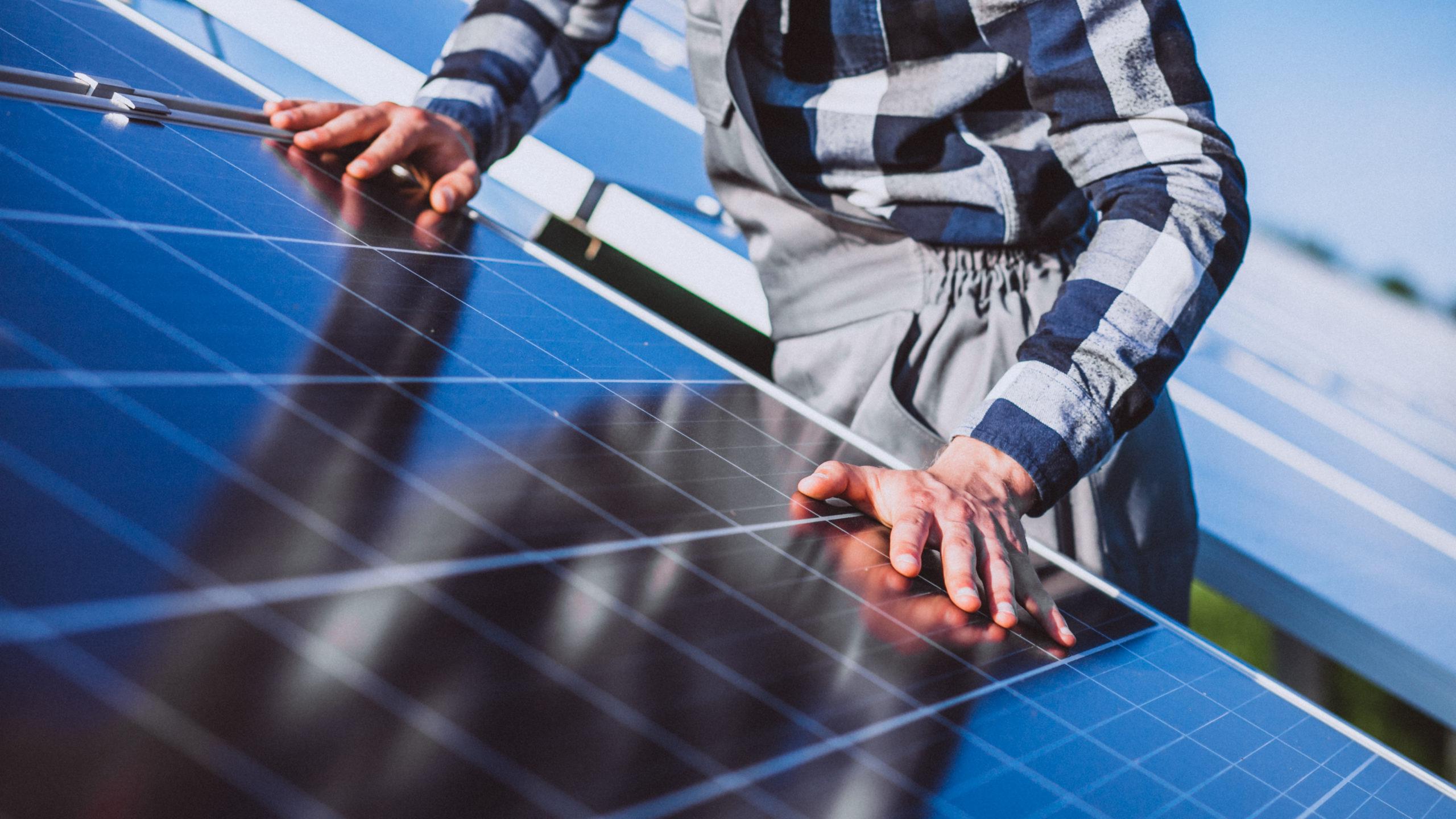 ENERGIA SOLAR SE MOSTRA EM FRANCO CRESCIMENTO E REPRESENTA UMA SAÍDA PARA O FUTURO